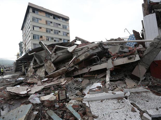 ecuador quake   hundreds killed in ecuador earthquake