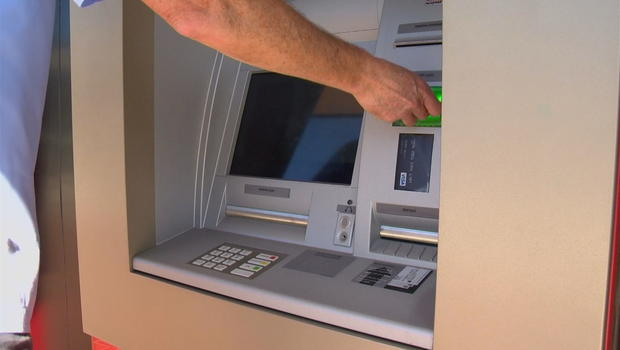 How to protect yourself from falling victim to this ATM card scam