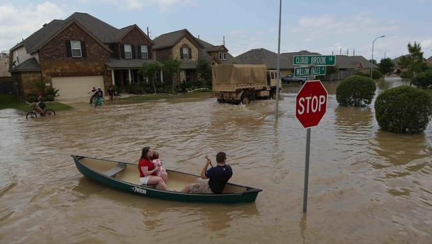 Flooded southeast Texas gets more wet weather - CBS News