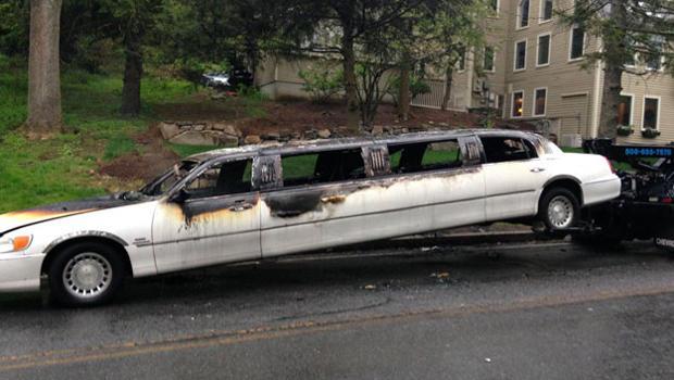 2016年5月13日,一辆拖车在前往马萨诸塞州内蒂克的一所高中舞会的途中引发了一辆大火。