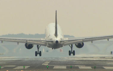 Why don't planes stream their flight data in real time?