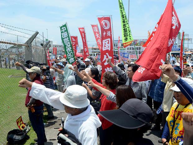 okinawa-protest-getty-533152578.jpg