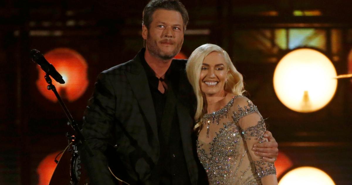 "Blake Shelton ""can't believe"" Gwen Stefani is dating him - CBS News"