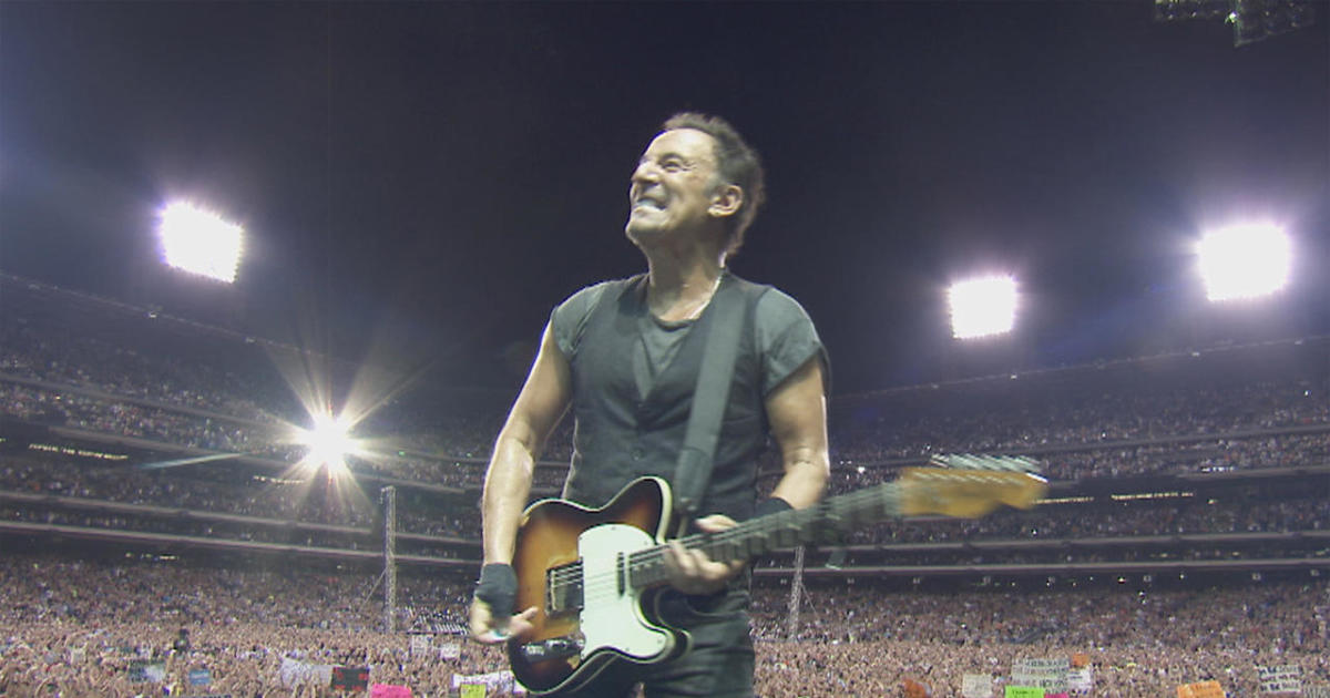 bruce springstein essay How bruce springsteen fell for sexy red-head he met at the gym who was a dead ringer for his wife patti businessman arthur kelly claimed in court papers that bruce springsteen was to blame.