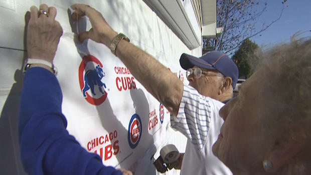 chicago-cubs-fans-stan-rauch-hanging-sign-620.jpg