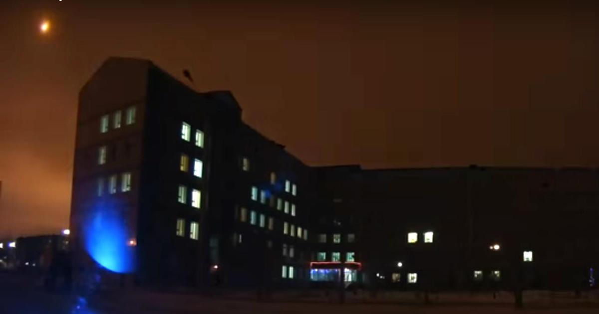 Meteor lights up night sky over Siberia - CBS News