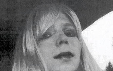 Chelsea Manning among hundreds who get leniency from President Obama