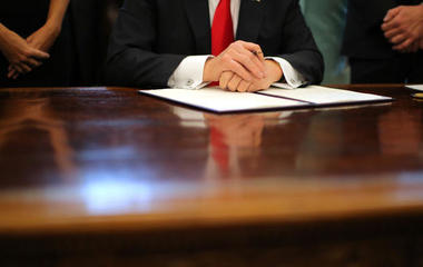 Trump's 2-for-1 regulation special, and other MoneyWatch headlines