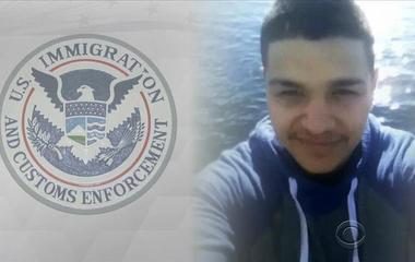 """""""Dreamer"""" detained by immigration agents"""