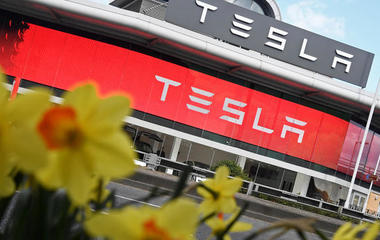 Tesla worth more than Ford, and other MoneyWatch headlines