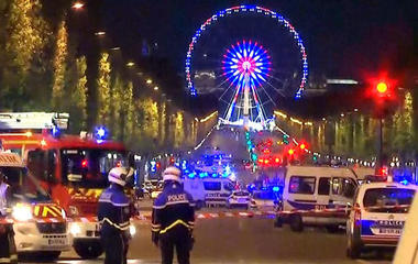 Police officer dead in Paris shooting