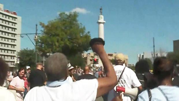 诺拉同盟者,雕像protest.jpg