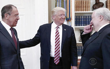 Photos of Trump, Russian officials getting a lot of attention