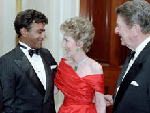c40409-johnny-mathis-nancy-reagan-president-reagan.jpg