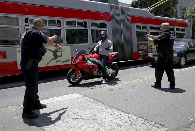 motorycle逮捕,盖帝图像 -  699416554.jpg