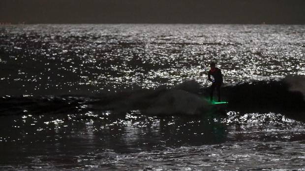 夜间冲浪-3.JPG