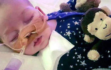 Pope Francis, President Trump offer support to family of terminally ill child Charlie Gard