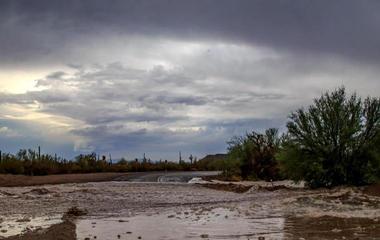 Deadly flash flood hits Arizona swimming hole
