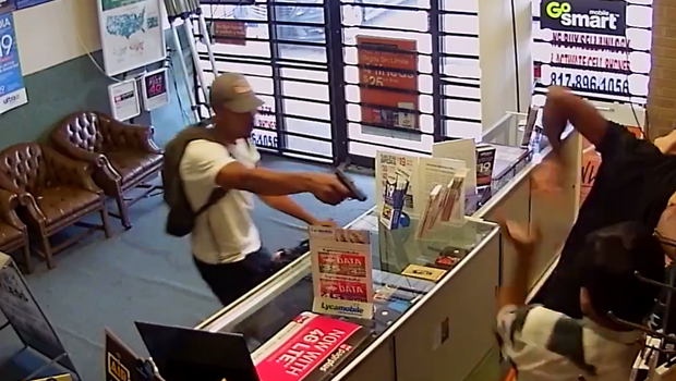 Video: Cellphone store employees wrestle with gun-wielding ...