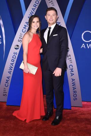 CMA Awards red carpet 2017