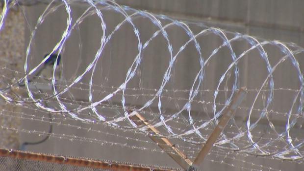 在-翁格尔斯 - 监狱剃刀线620.jpg