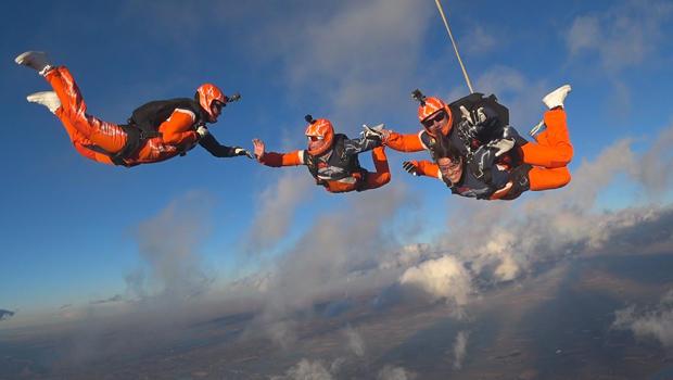 野马 - 跳伞 - 达纳 - 雅各布森和团队 - 跳伞 -  620.jpg