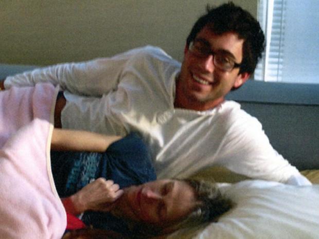 Jake Nolan和Pamela Buchbinder博士在她的床上