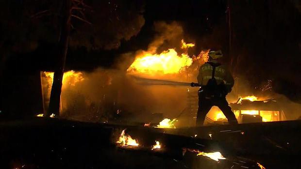 埃文斯 - 加州 - 野火 -  2017-12-8.jpg