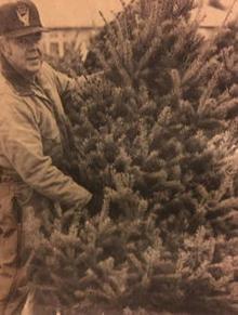 gerald-woodruff-christmas-tree-244.jpg