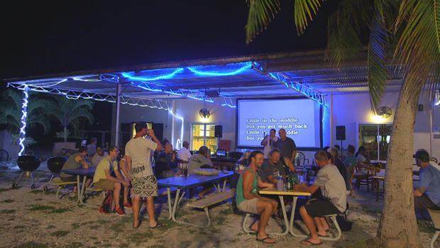 唤醒岛环礁卡拉OK-AT-漂一族礁酒吧-620.jpg