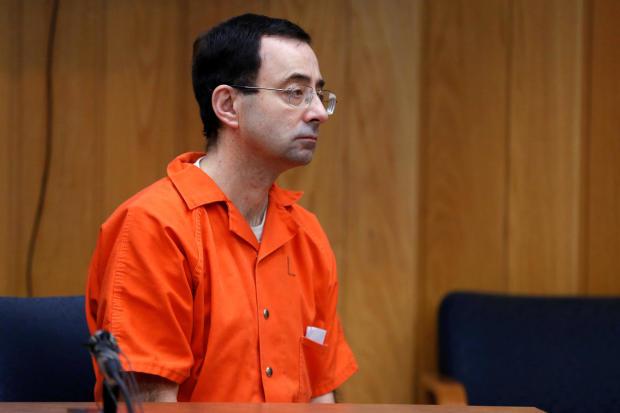 拉里·纳萨尔是前美国体操队医生,于2017年11月对性侵犯指控认罪,于2018年2月5日在密歇根州夏洛特市伊顿县法院举行的量刑听证会上听取了贾尼斯·坎宁安法官的判决。