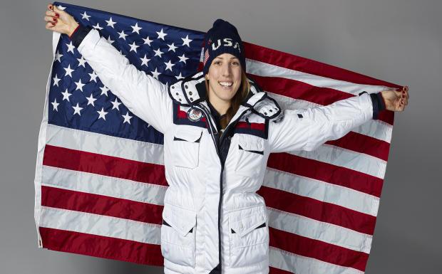 美国队旗手Erin Hamlin于2018年2月8日在韩国平昌拍照留念。