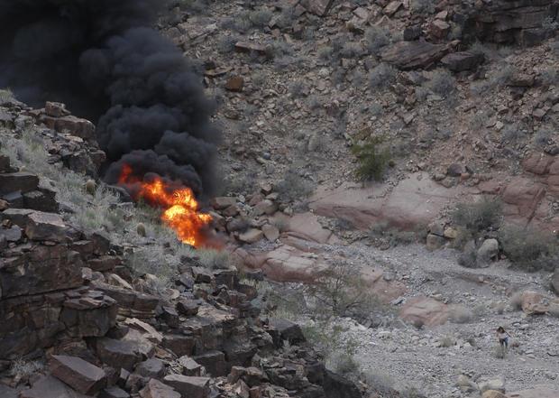 APTOPIX大峡谷直升机坠毁