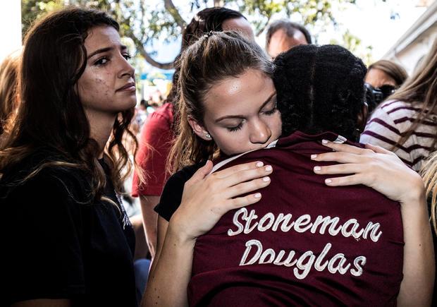 文件照片:Marjory Stoneman Douglas高中的学生在Parkland的学校枪击事件后参加纪念活动