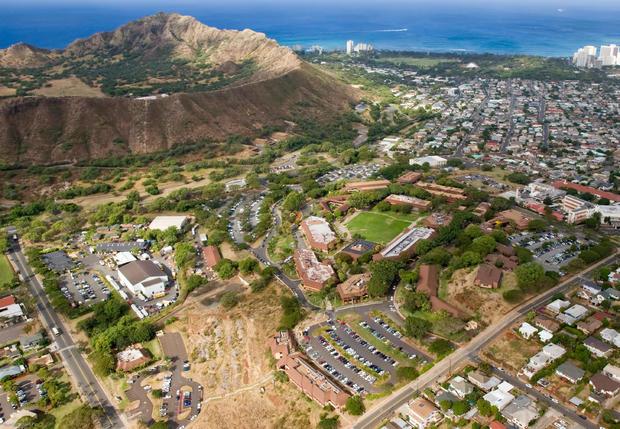 通过结合使用遮阳篷,分布式储能和节能措施,Kapi'olani社区学院将减少74%的化石燃料消耗。图片来源:夏威夷大学/林肯石井