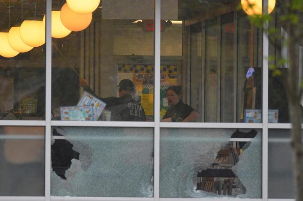 地铁戴维森县警察在田纳西州纳什维尔附近的华夫饼屋餐厅致命射击现场