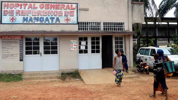 Residents arrive at the Wangata Reference Hospital in Mbandaka, Democratic Republic of Congo, May 20, 2018.