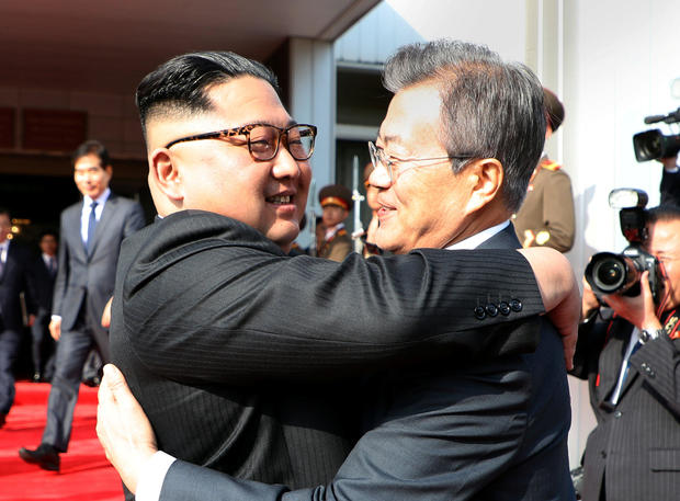 South Korean President Moon Jae-in bids fairwell to North Korean leader Kim Jong Un as he leaves after their summit at the truce village of Panmunjom