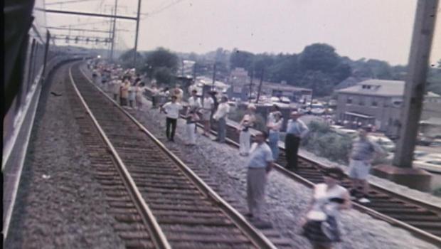 罗伯特 -  F-肯尼迪葬礼列车送葬-620.jpg