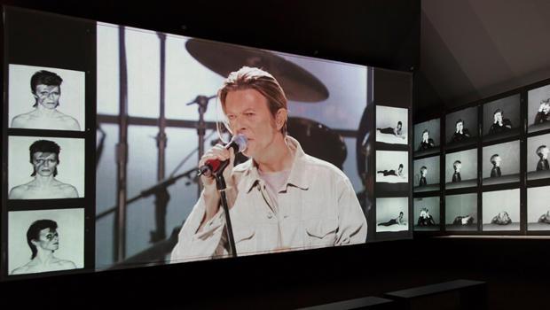 大卫-的Bowie-IS-44-安装 - 视图 - 布鲁克林museum.jpg