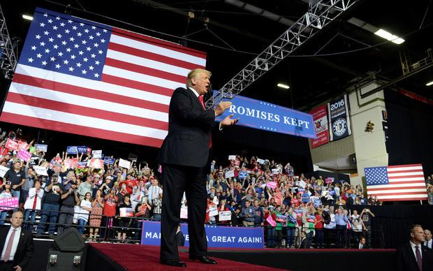 特朗普总统在西弗吉尼亚的威灵举办了一场让美国再次成功举办集会