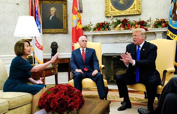 特朗普总统在华盛顿的白宫会见了舒默和佩洛西