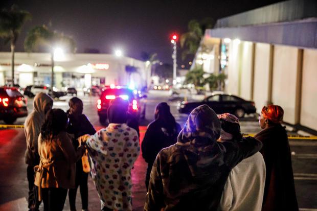 射击在保龄球场在托兰斯,加利福尼亚留下三死