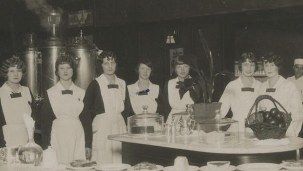 哈维 - 女孩,工作人员在弗雷德 - 哈维别墅 - 餐厅 -  620.jpg