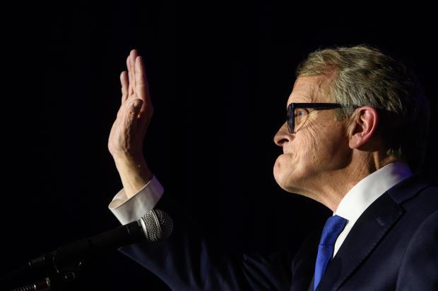 俄亥俄州GOP州长候选人Mike DeWine出席在哥伦布举行的选举之夜