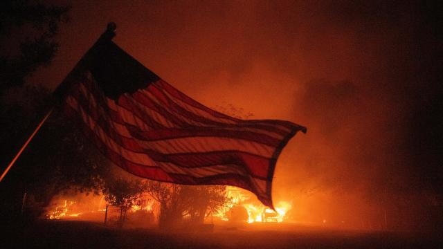 TOPSHOT-US-CALIFORNIA-WILDFIRE-FIRE