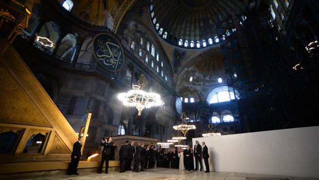 pope-francis-istanbul-hagia-sophia-620-459704754.jpg