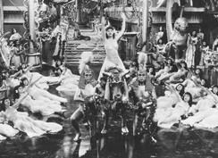 cleopatra-scene-244.jpg