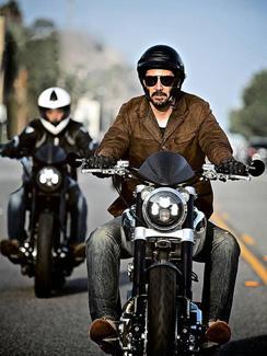 keanu-reeves-riding-motorcycle-244.jpg