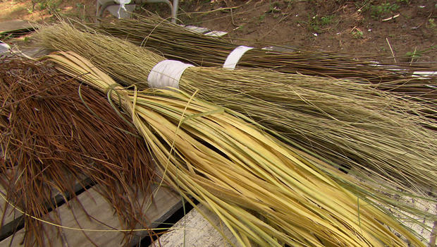 basket-weaving-sweet-grass-bundles-620.jpg
